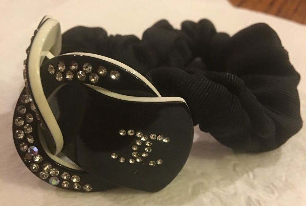 Coco Chanel Scrunchie - pre-owned  Chanel  cb275029851