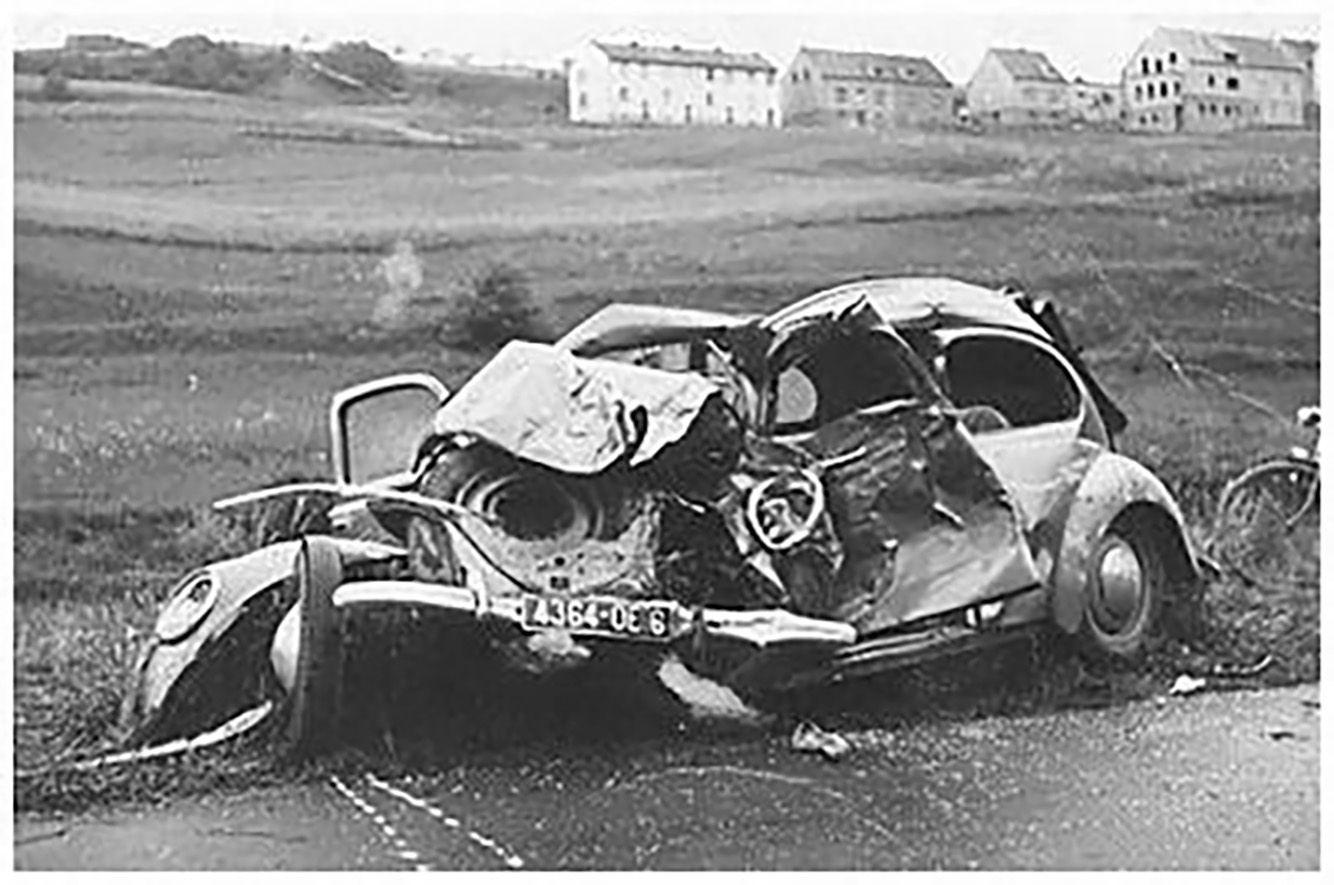 Vw Kafer Accident Old Vintage Cars Vintage Vw Car Crash