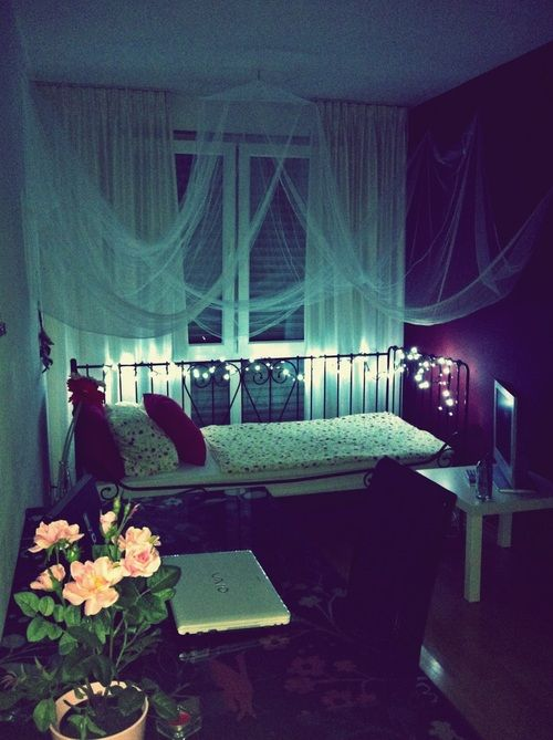 the bed is perfect and the curtains fit the room so - Tiny Room Ideas Tumblr
