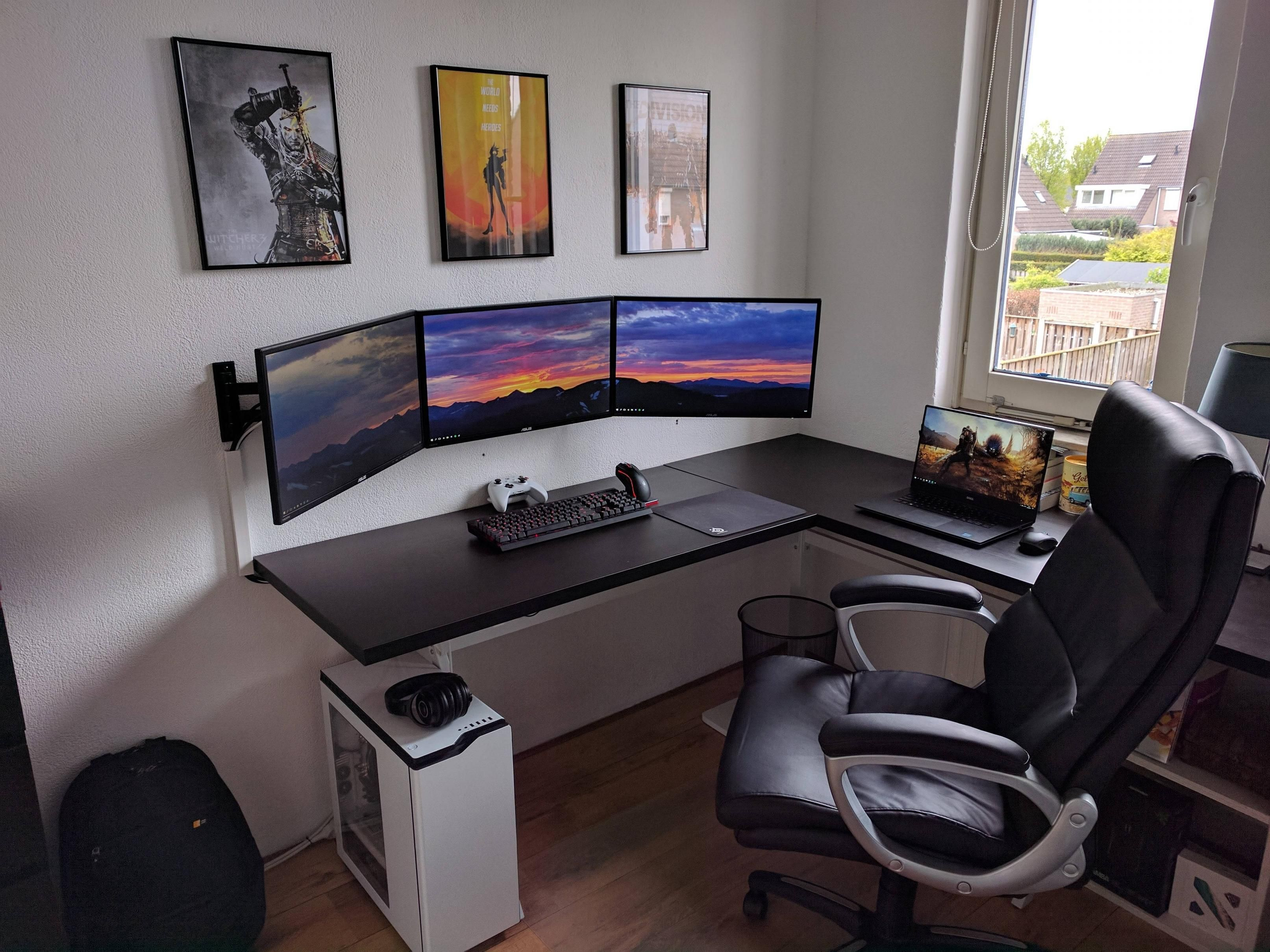 Desk Setup Ideas Where I Spend All My Spare Time Gaming Pinterest