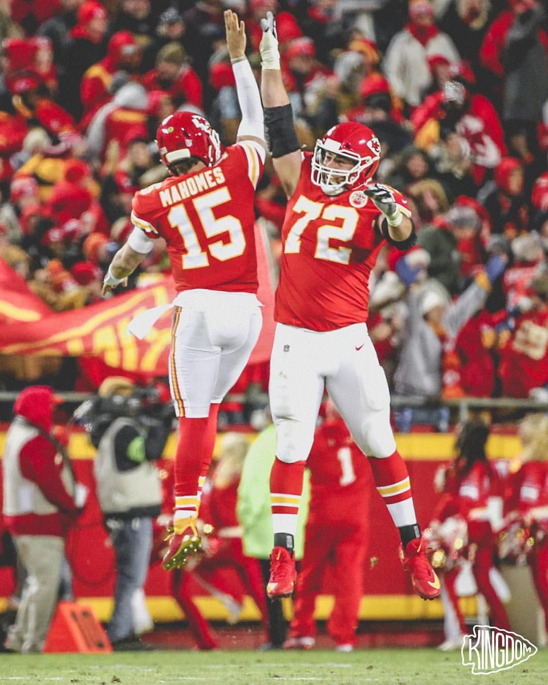 High Fives All Around Kc Chiefs Football Kansas City Chiefs Football Nfl Kansas City Chiefs