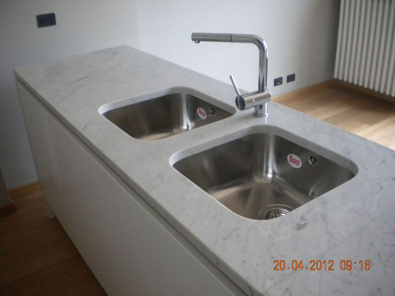 B9a Cucina In Marmo Bianco Di Carrara Levigato Jpg 788 591 Cucine Carrara Marmo