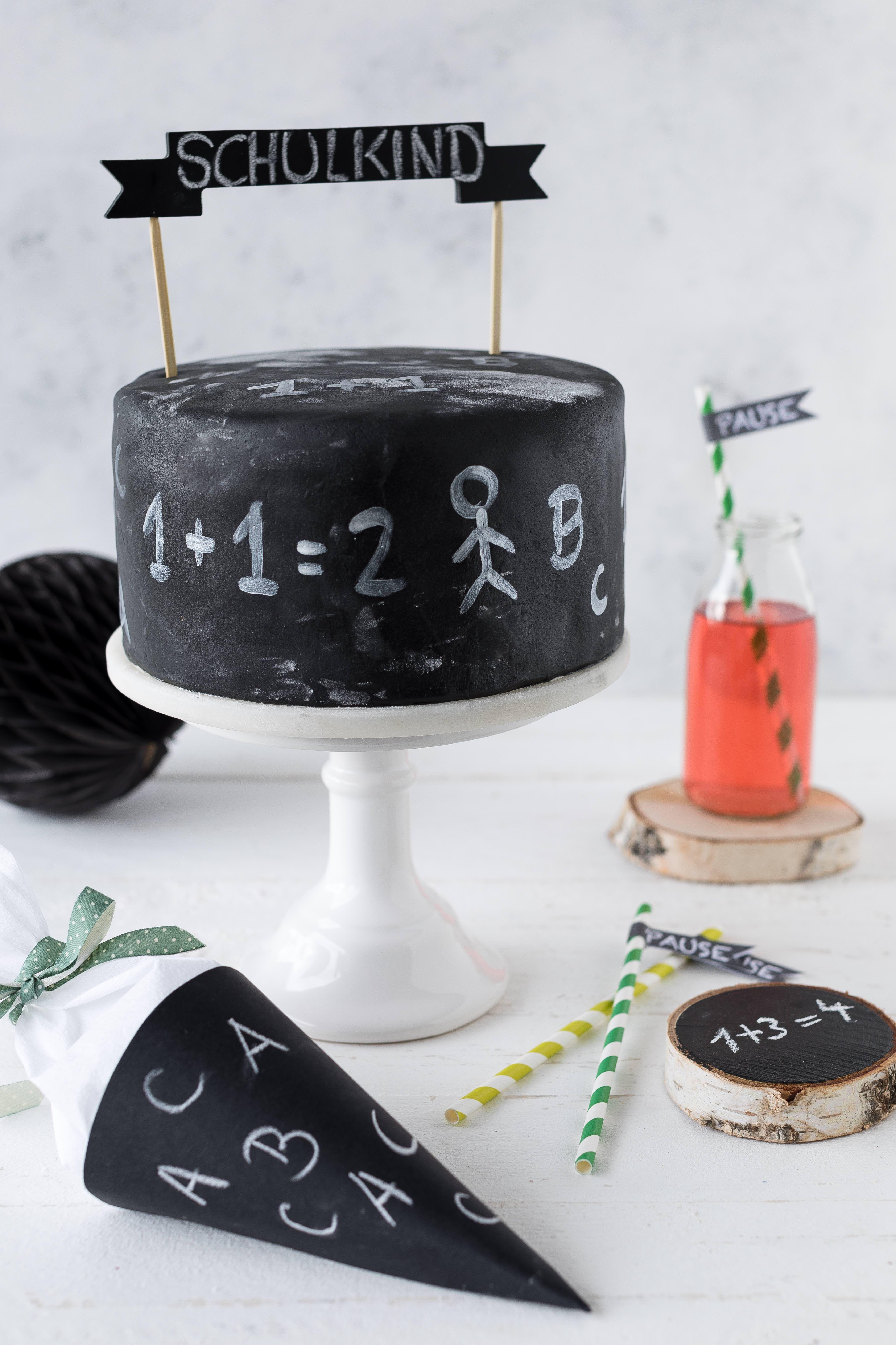 Chalkboard Torte Zur Einschulung Backen Die Torte In Tafeloptik Passt Wunderbar Zum 1 Schultag Oder Auch End In 2020 Kuchen Einschulung Torte Einschulung Schulkuchen