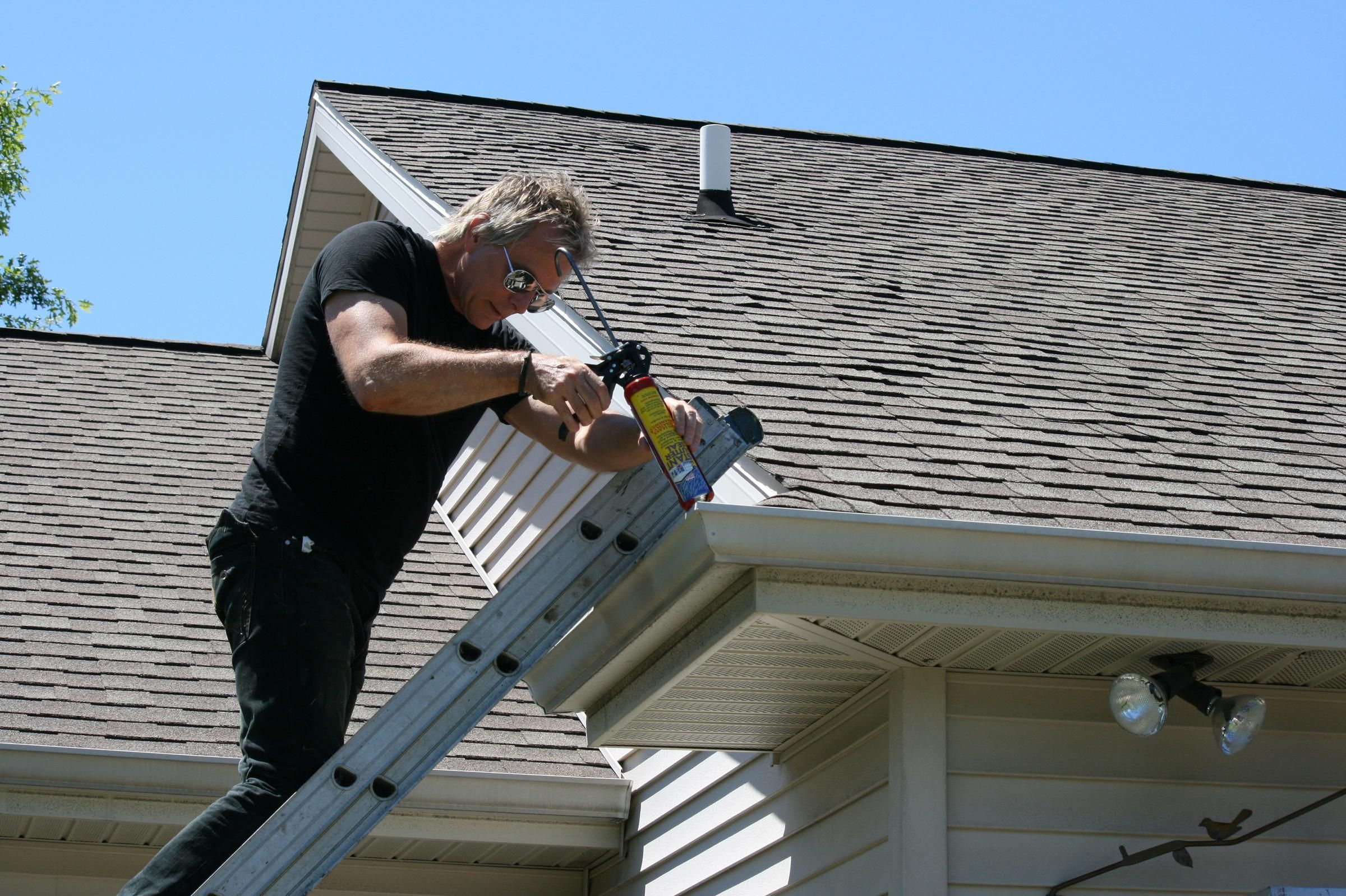 The Easy Ways To Deal With Your Roof Problems With Images Gutters Gutter Repair Roof Problems