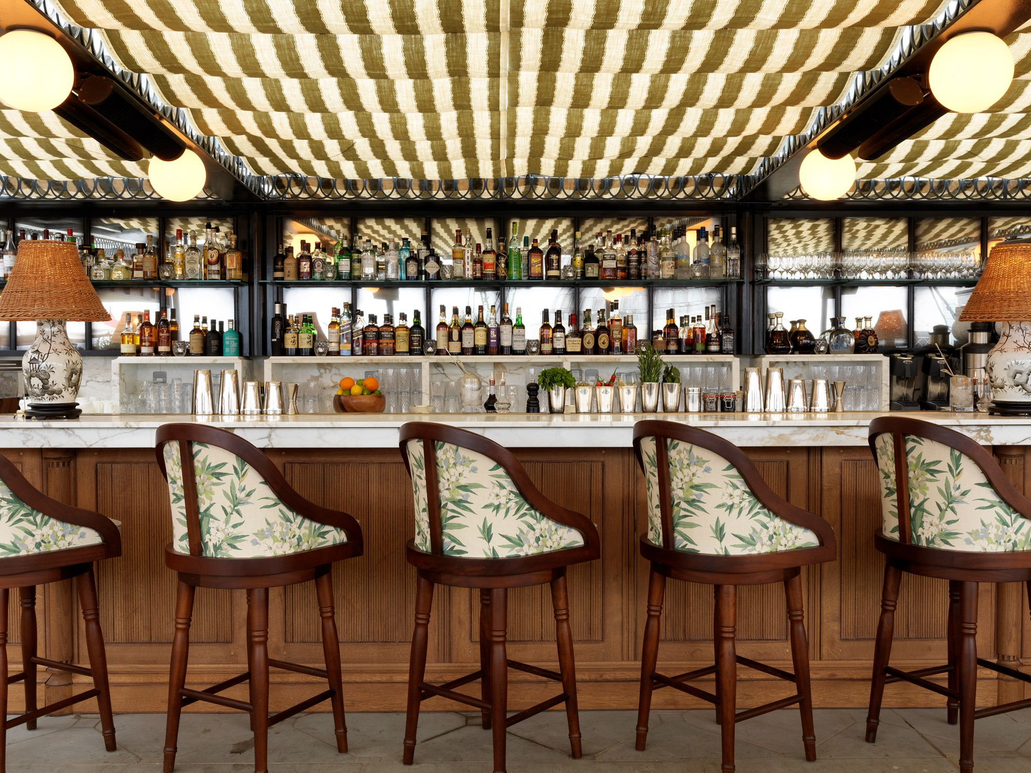 A Panoramic Rooftop Space For Members Ad Hotel Guests With Views To St Pauls Cathedral And Beyond Soho House Brunswick House Warehouse Bar