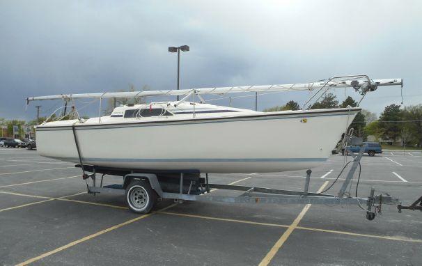 1989 Hunter Winged Keel Sloop Sailboat Sail Boat For Sale