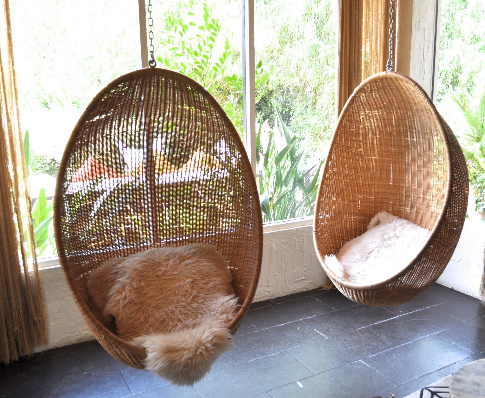 Gentil Perfect Interior Room Design With Twin Rattan Hanging Wicker Chair Plus Fur  Seat