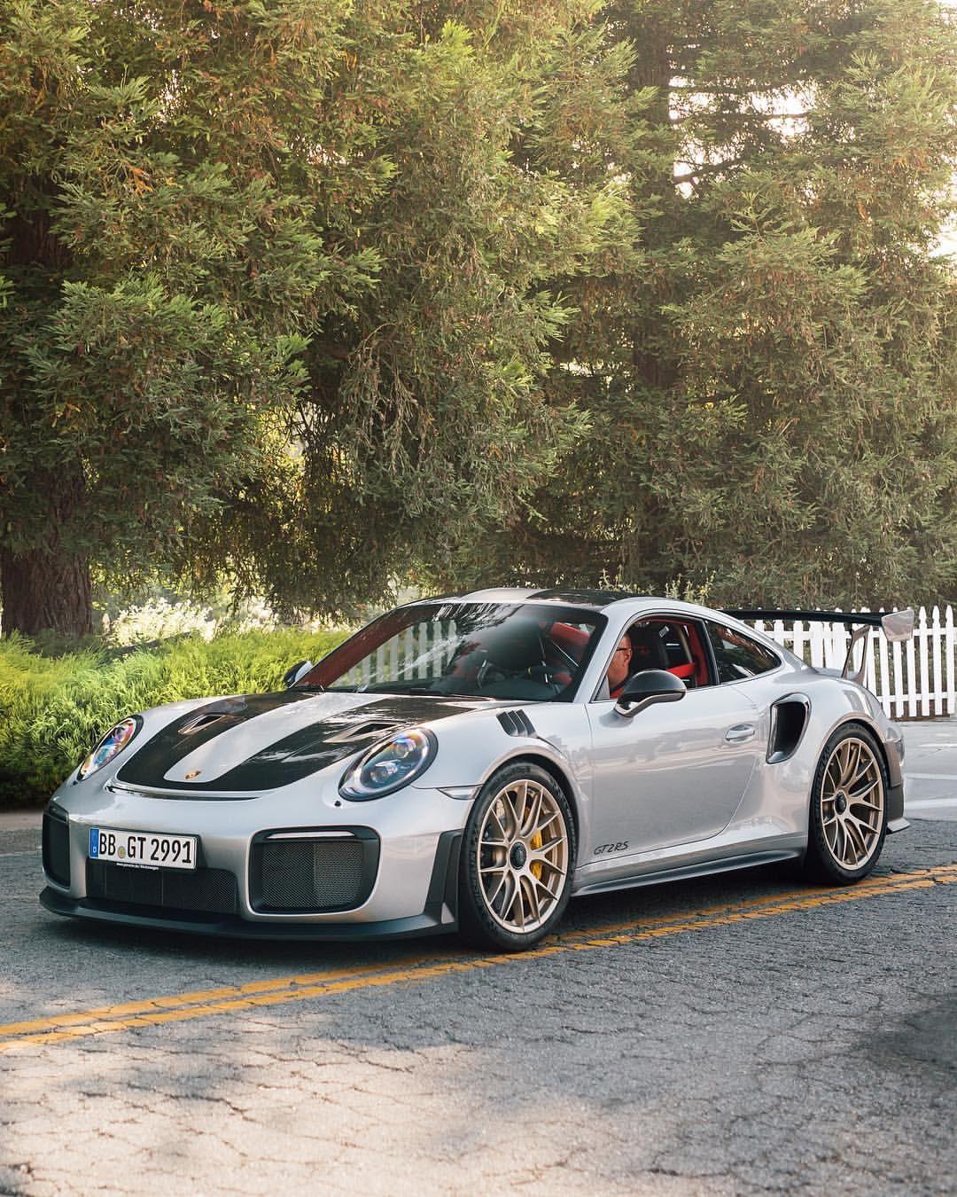 Current Porsche Models: Porsche GT2 RS AutoShopin.com