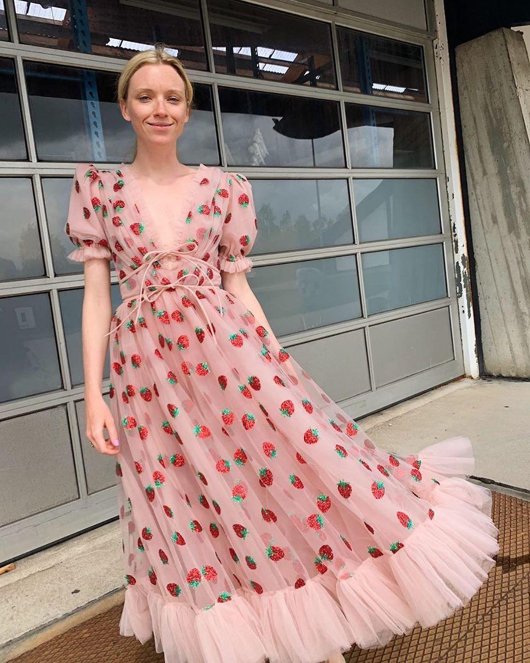 22 4 Mil Me Gusta 128 Comentarios Lirika Matoshi Lirika Matoshi En Instagram Prosenkilde Strawberry Dress Dresses Colourful Outfits [ 1350 x 1080 Pixel ]