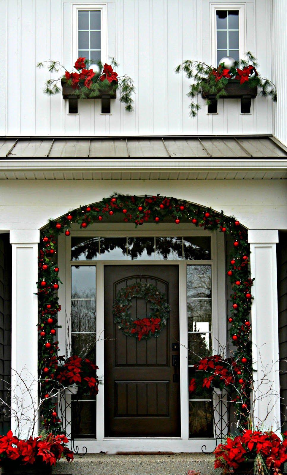 Christmas Front Door | Christmas front doors, Cottage christmas ...
