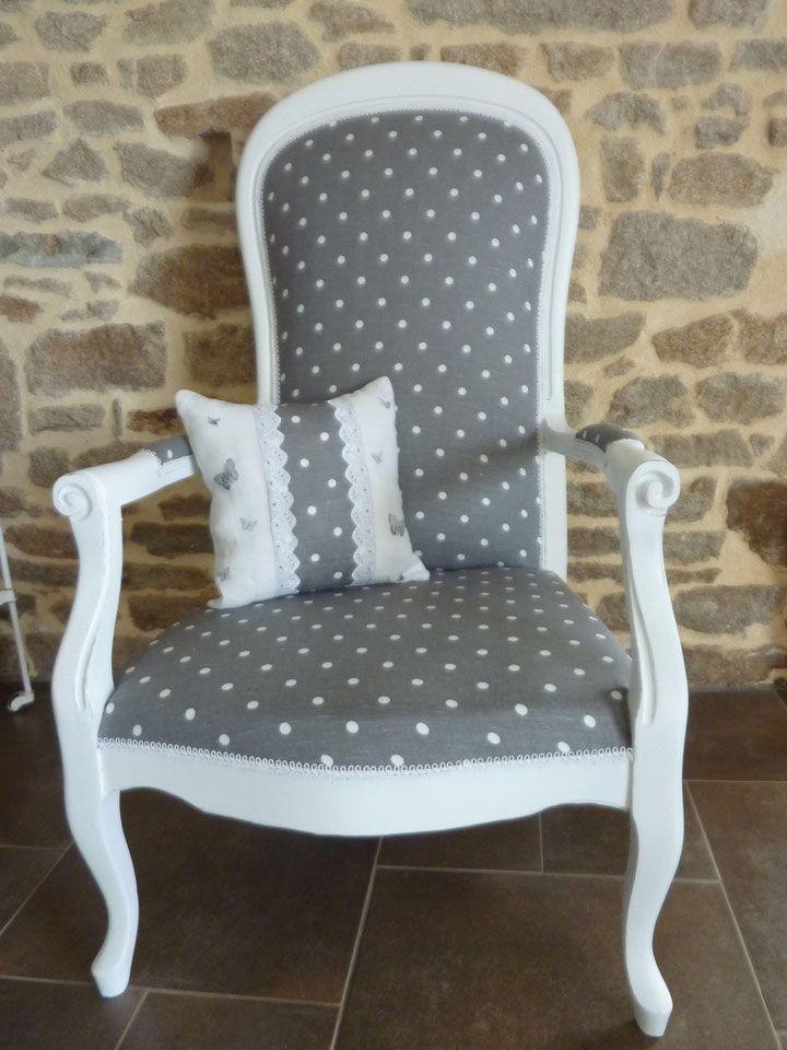 retapiss un voltaire pois gris et blanc effet d 39 usure. Black Bedroom Furniture Sets. Home Design Ideas