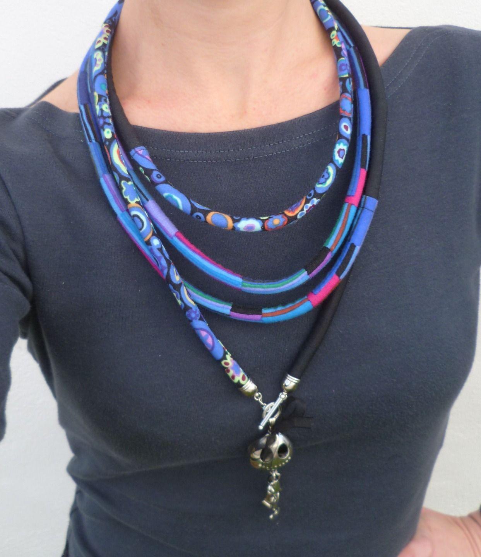 Little market: P-tite-feuille: du bleu, du noir et un copain... collier cordon textile : Collier