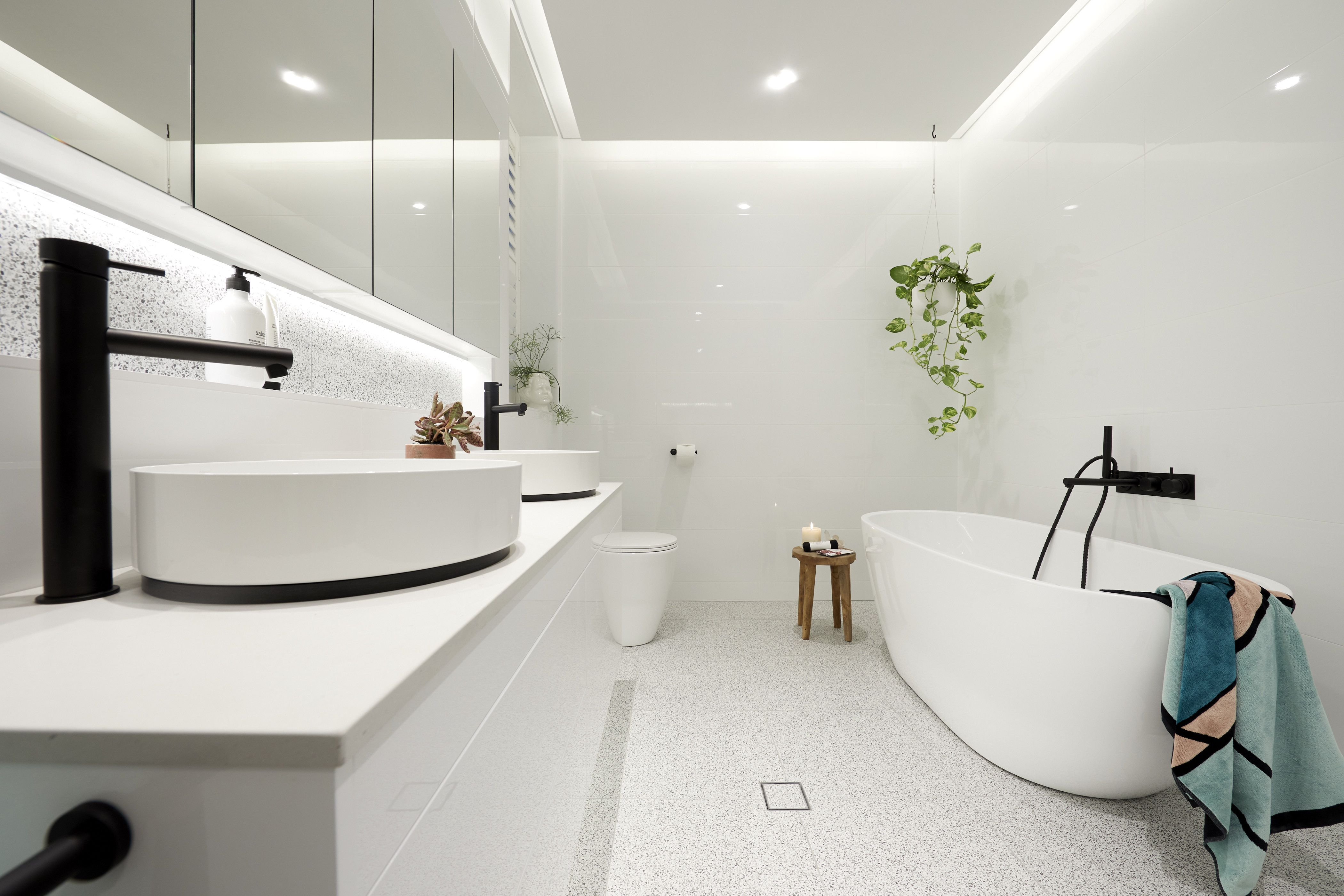 Badezimmerdesign 7 x 5 blockheads courtney u hans winning look   design  bathrooms in