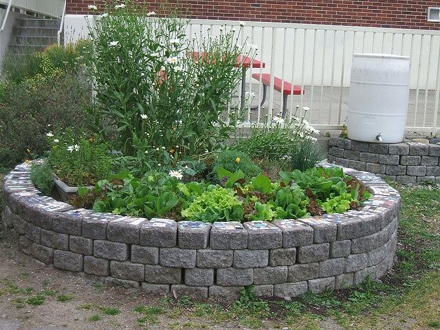 semi circular raised garden bed - google search | living outside, Garten ideen