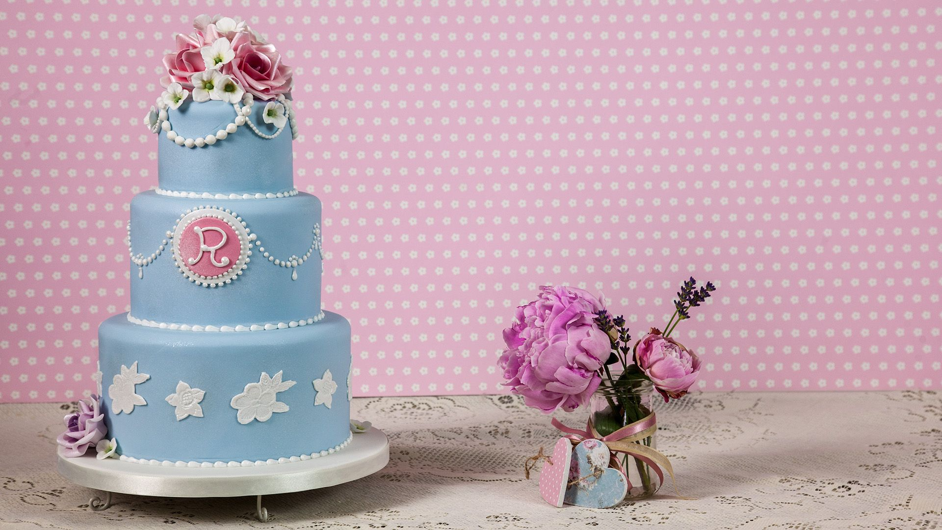 Learn to make a Vintage 3 tier cake like this one here