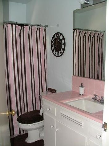 Shower Curtain In Vintage Tile Bathroom Bees Home Ideas