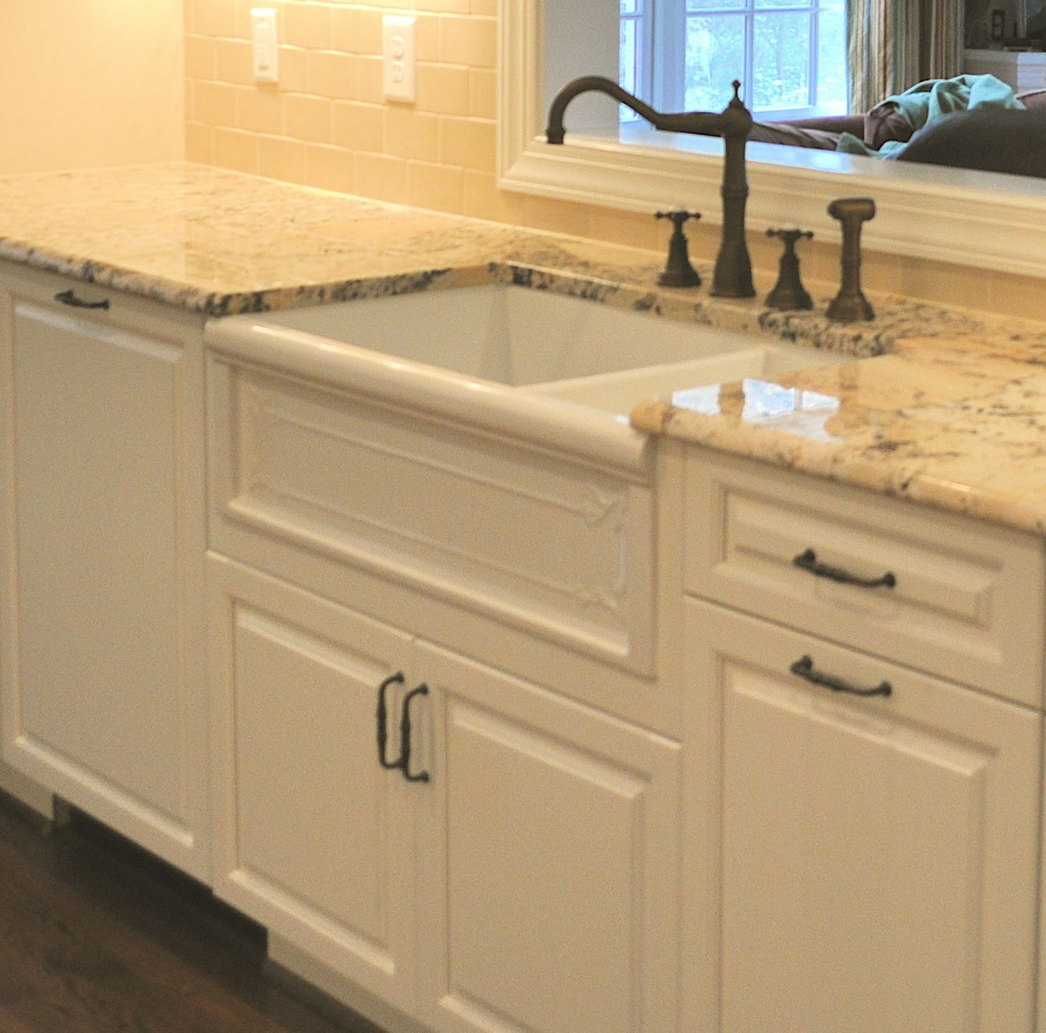 Antiqued Marble Countertops: Tasteful Antique Iron Taps With Single White Porcelain Farmhouse Sinks And Sweet White Granite