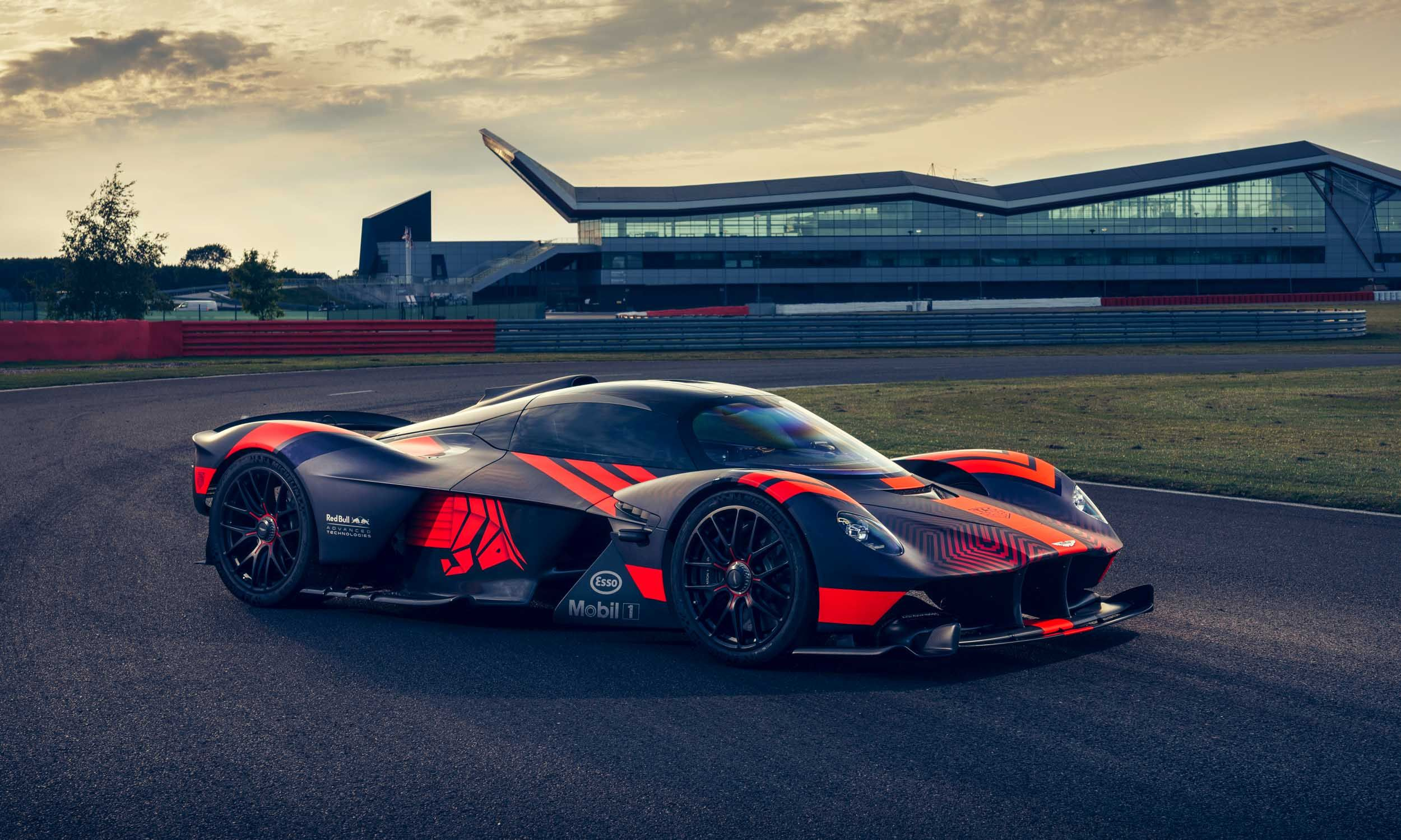 Aston Martin Valkyrie Fast Cars Car In The World Super Fast Cars