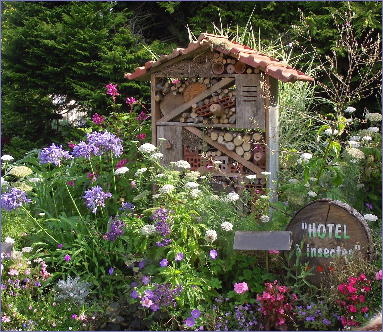 diy insect hotel love the perennial setting maison ou h tel pour les insectes garden. Black Bedroom Furniture Sets. Home Design Ideas