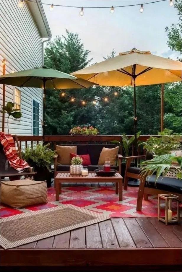 30+ stunning small patio garden decorating ideas 6   recipeess.com #smallumbrella