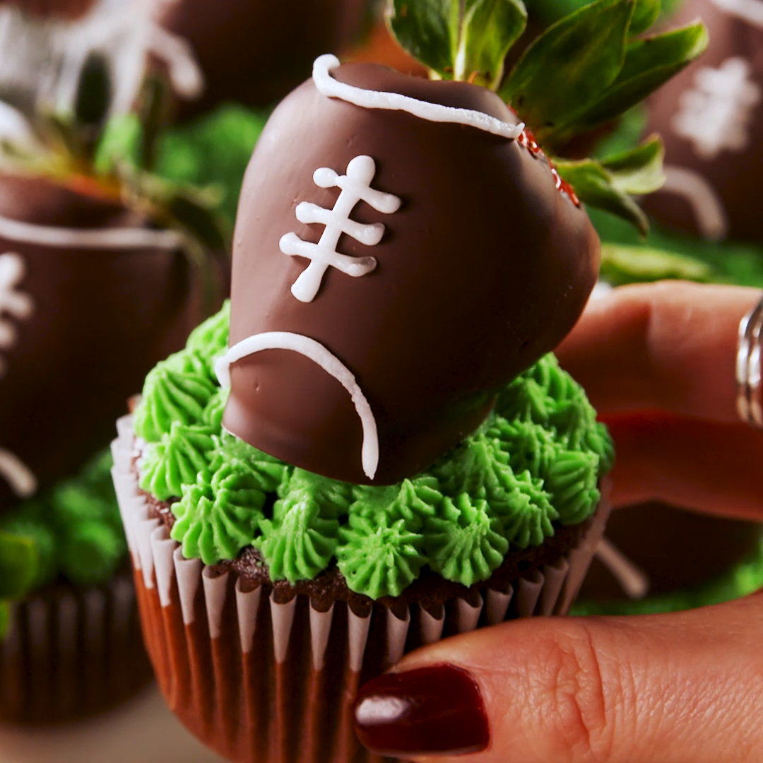 Chocolate Covered Strawberry Football Cupcakes #footballfood