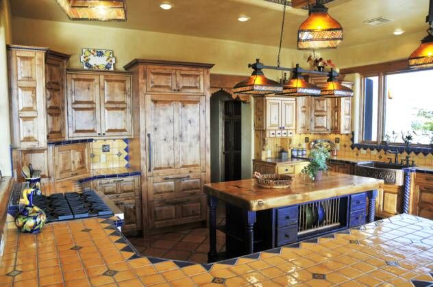 tolle mexikanische k che mit fliesen belegt great mexican kitchen with tiles talavera. Black Bedroom Furniture Sets. Home Design Ideas