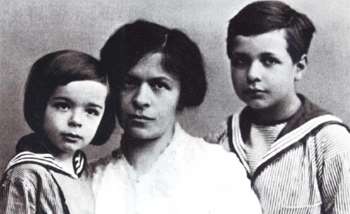Albert Einstein's first wife, Mileva Maric, and his sons Eduard (l.) and  Hans Albert (r.) (1914, the year Einstein and Mileva separated)