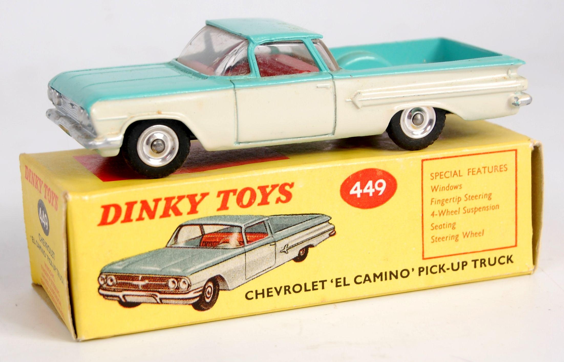 Boite neuve pour Dinky Toys  PEUGEOT 404 cab  N° 528