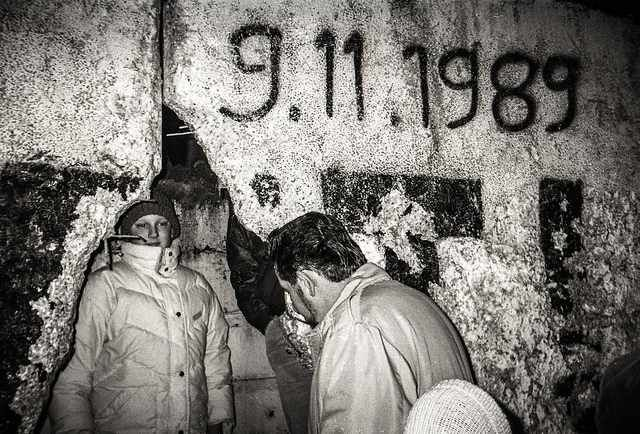 the picture represents the date of the fall of berlin wall on berlin wall id=77424