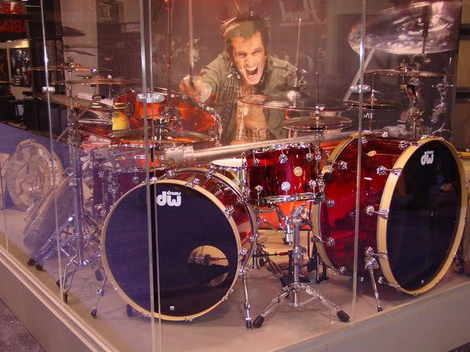 Tommy Lee's Red Starlite kit | Cool Drum Kits in 2019 ...