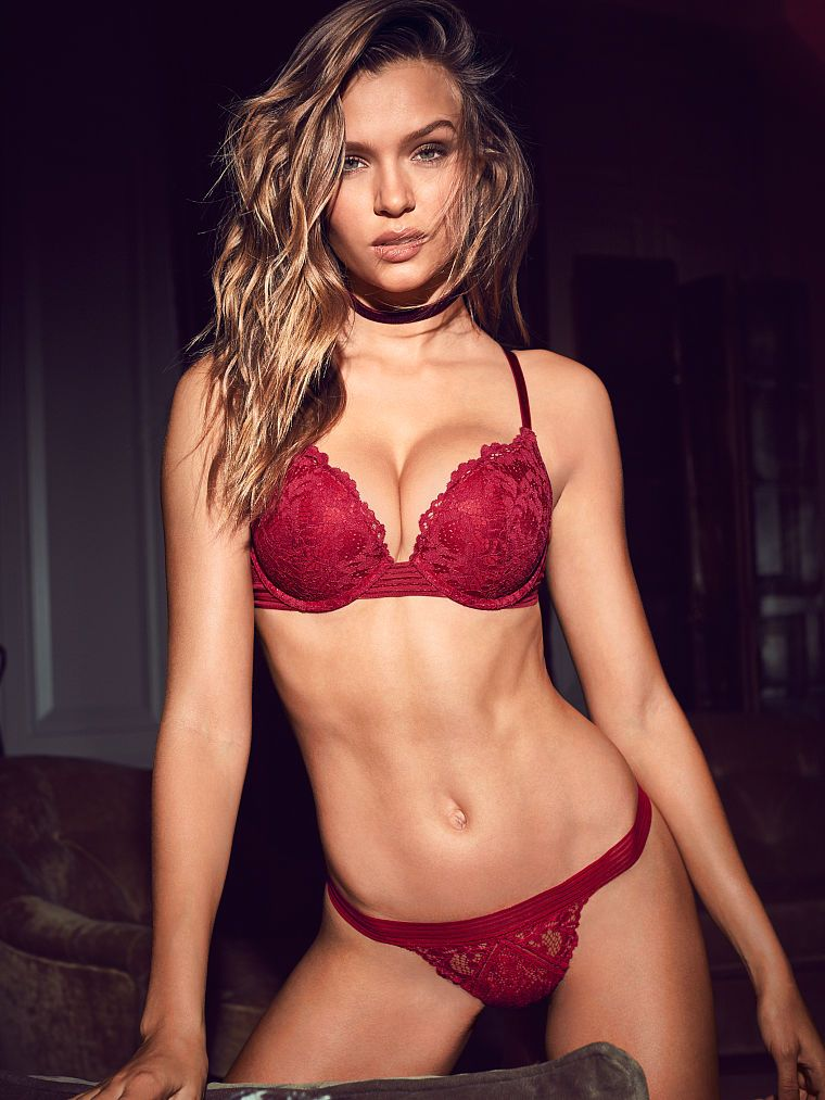Victoria's secret debuts dramatic new campaign featuring sexy models of all shapes ages ocean pop