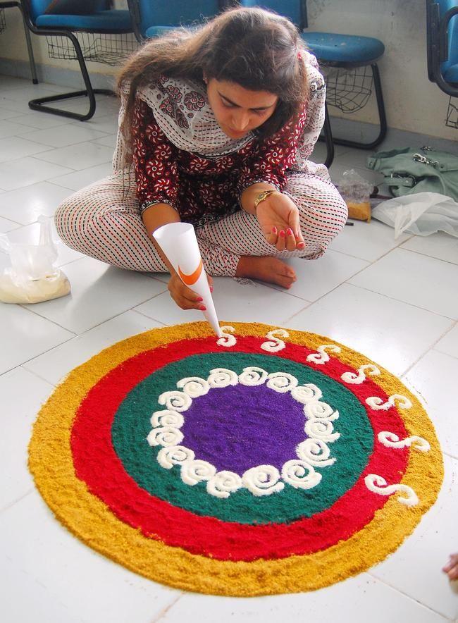 Diwali special beautiful rangoli designs diwali 2017 for Home made rangoli designs