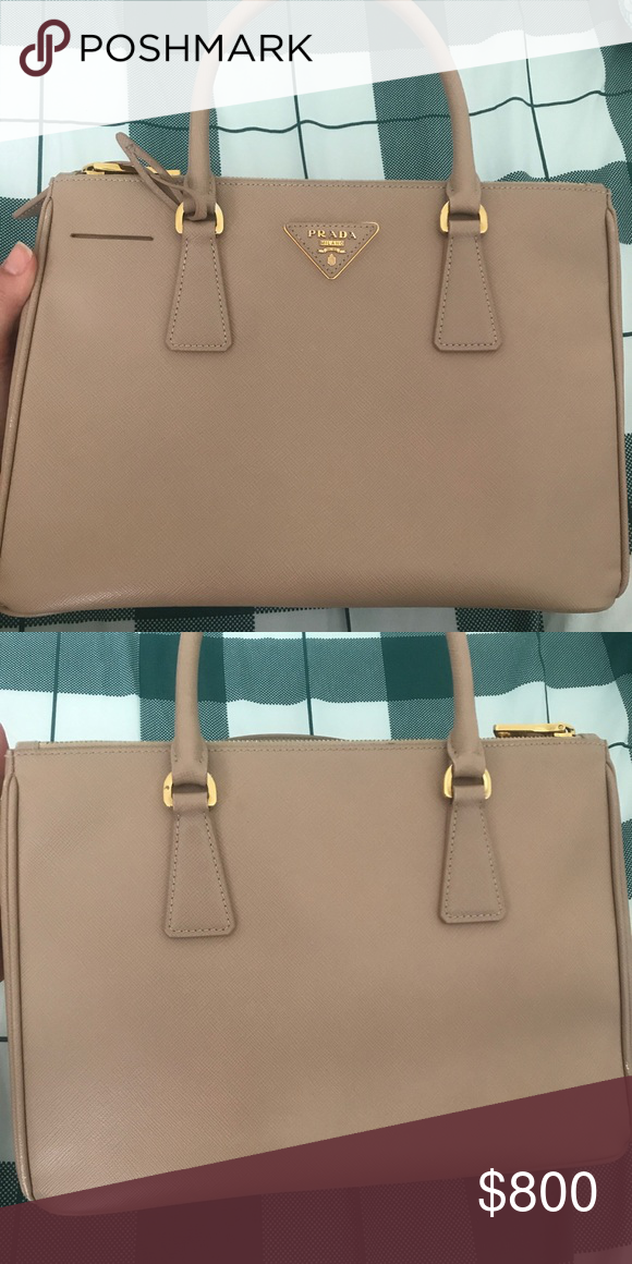 bff68934bf18 Prada Saffiano beige double zipper tote bag Beautiful authentic Prada  Saffiano Lux Medium Double-Zip bag in Blush color (cammeo). Gently used  once ...