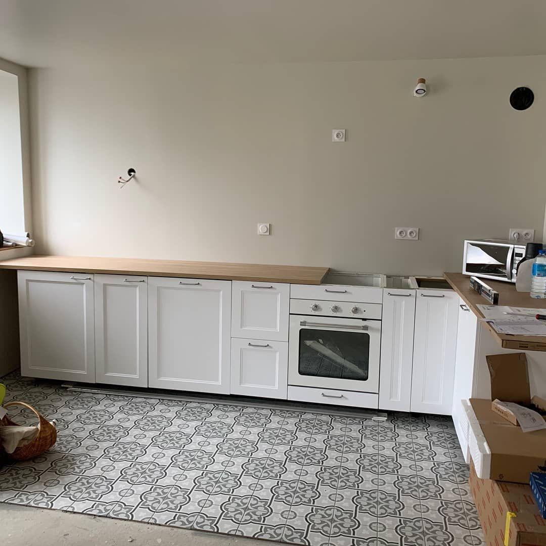La Cuisine Ikeafrance Facade Savedal Plan De Travail Ekbacken Chene Clair En Cours De Montage Ikea Decorationinterieur Kitchen Cabinets Home Decor Decor