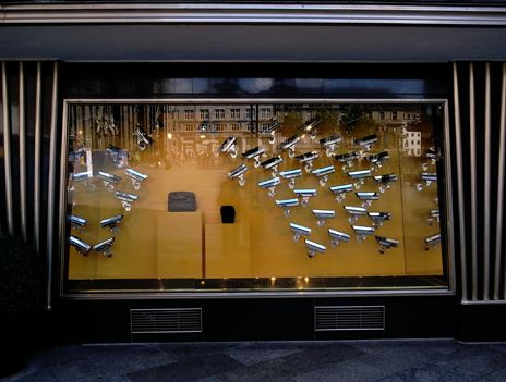 Louis Vuitton  Cologne Shop Window Design