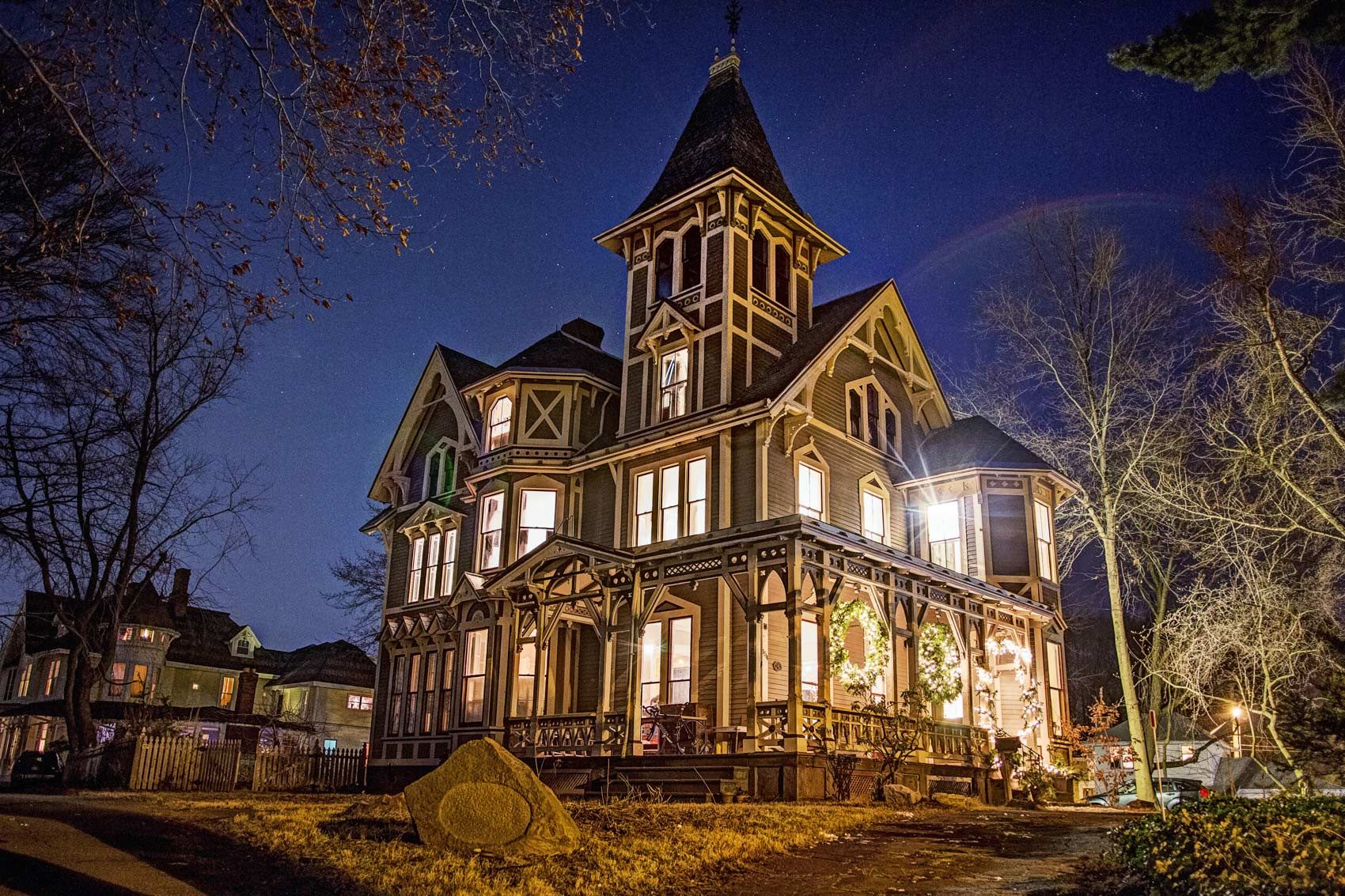 Chetstone Manor For Sale 154 East Grand Avenue New Haven Conn Victorian Homes Gothic House Gorgeous Houses