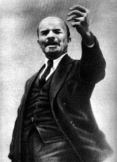 Vladimir Lenin fue un dirigente revolucionario, teórico comunista ruso y líder Bolchevique. Nació en Simbirsk en 1870 y murió en Moscú en 1924. Es el fundador del Bolchevismo y del primer estado socialista del mundo. Fue el primer presidente del gobierno soviético.