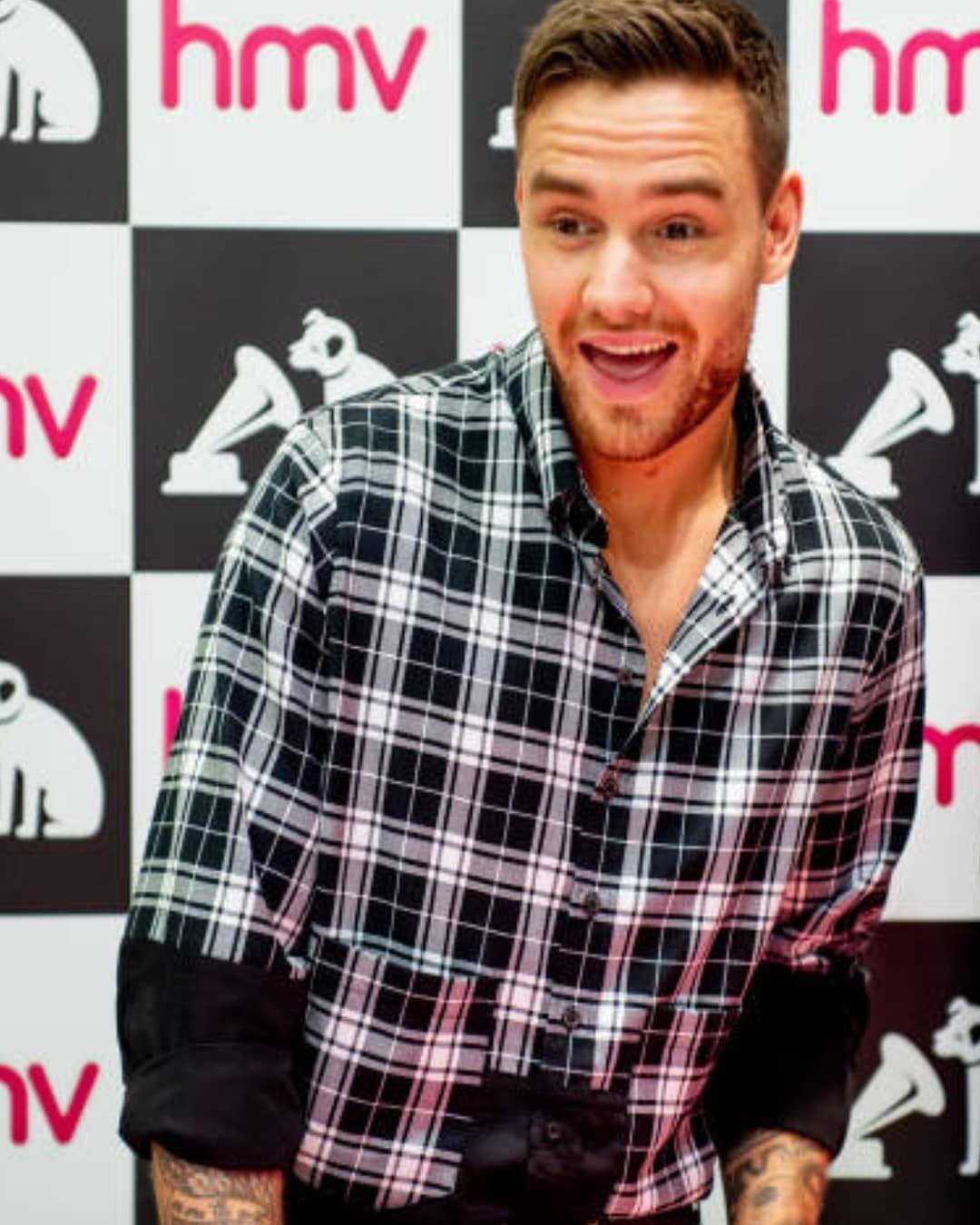 I Want To Hug Him Liamdeservestheworld Alliwantforchristmas Lp1 Stackitup Familiar Stripthatdown Foryou Getlow Liam Payne Liam James Men Casual