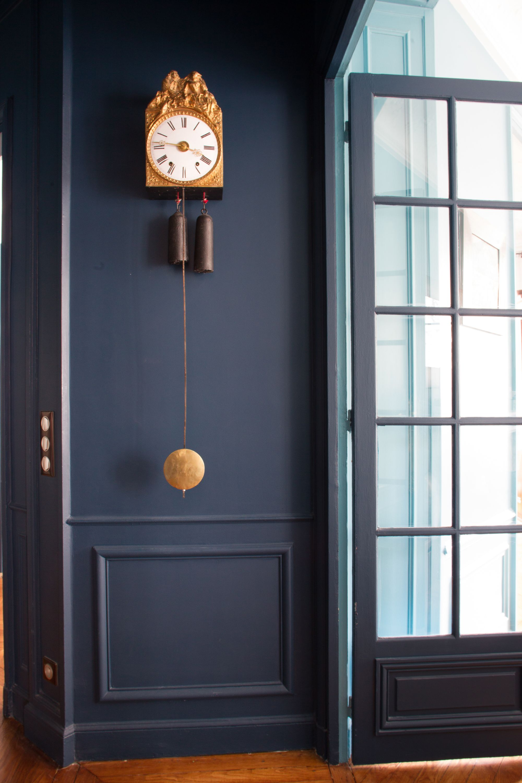 Appartement familial en Pantone en 2020 | Murs bleu foncé ...