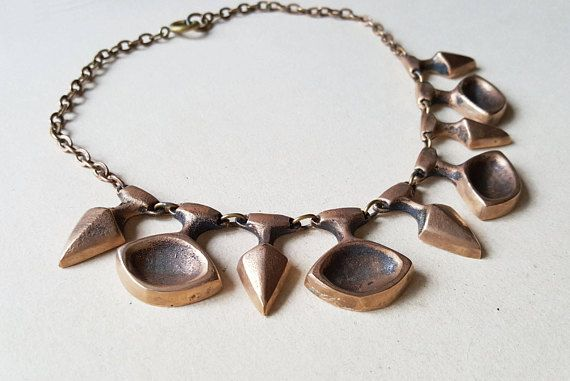 Check out this item in my Etsy shop https://www.etsy.com/se-en/listing/541684722/chunky-bronze-necklace-by-eric-scott