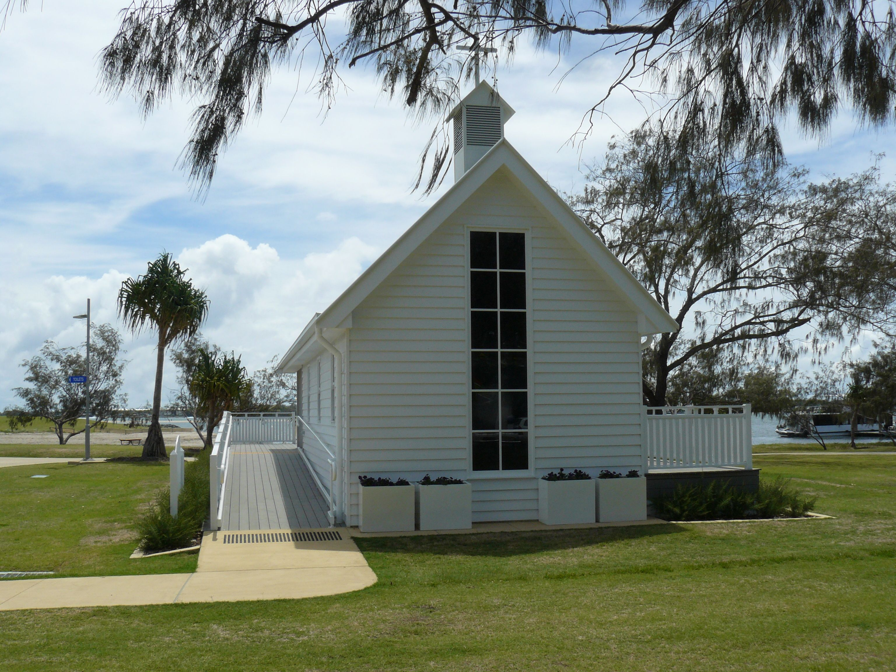 Rotary Broadwater Chapel Brisbane Celebrant Neal Foster The Marriage Performs Weddings