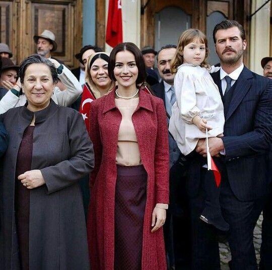 The Kurt Seyit Eminof Family Seyit S Wife Murvet Fahriye Evcen Seyit Kivanc Tatlitug And Their Older Daugh Kivanc Tatlitug Turkish Film Kurt Seyit And Sura