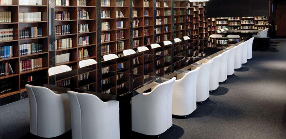 Mesa reuni o asymmetrical por tecno mobili rio italiano for Mobiliario italiano