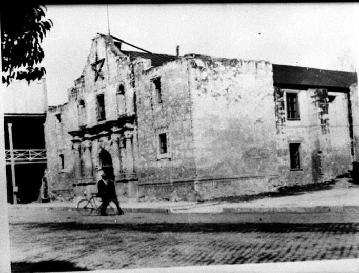 1900 Photo Shows The Alamo With Star Probably A