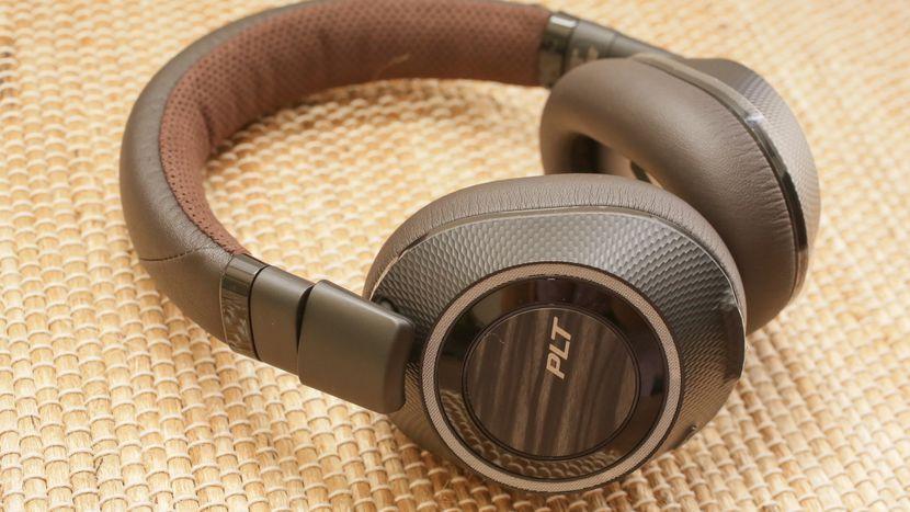 Plantronics Backbeat Pro Review The Value Alternative To Bose Quietcomfort 35 Wireless Noise Cancelling Headphones Plantronics Noise Cancelling Headphones