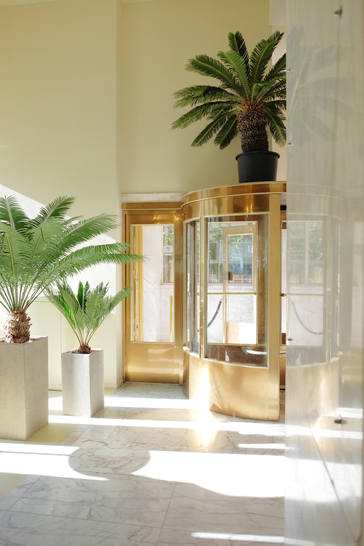 lex de Gooijer interiors La Buvette entrance