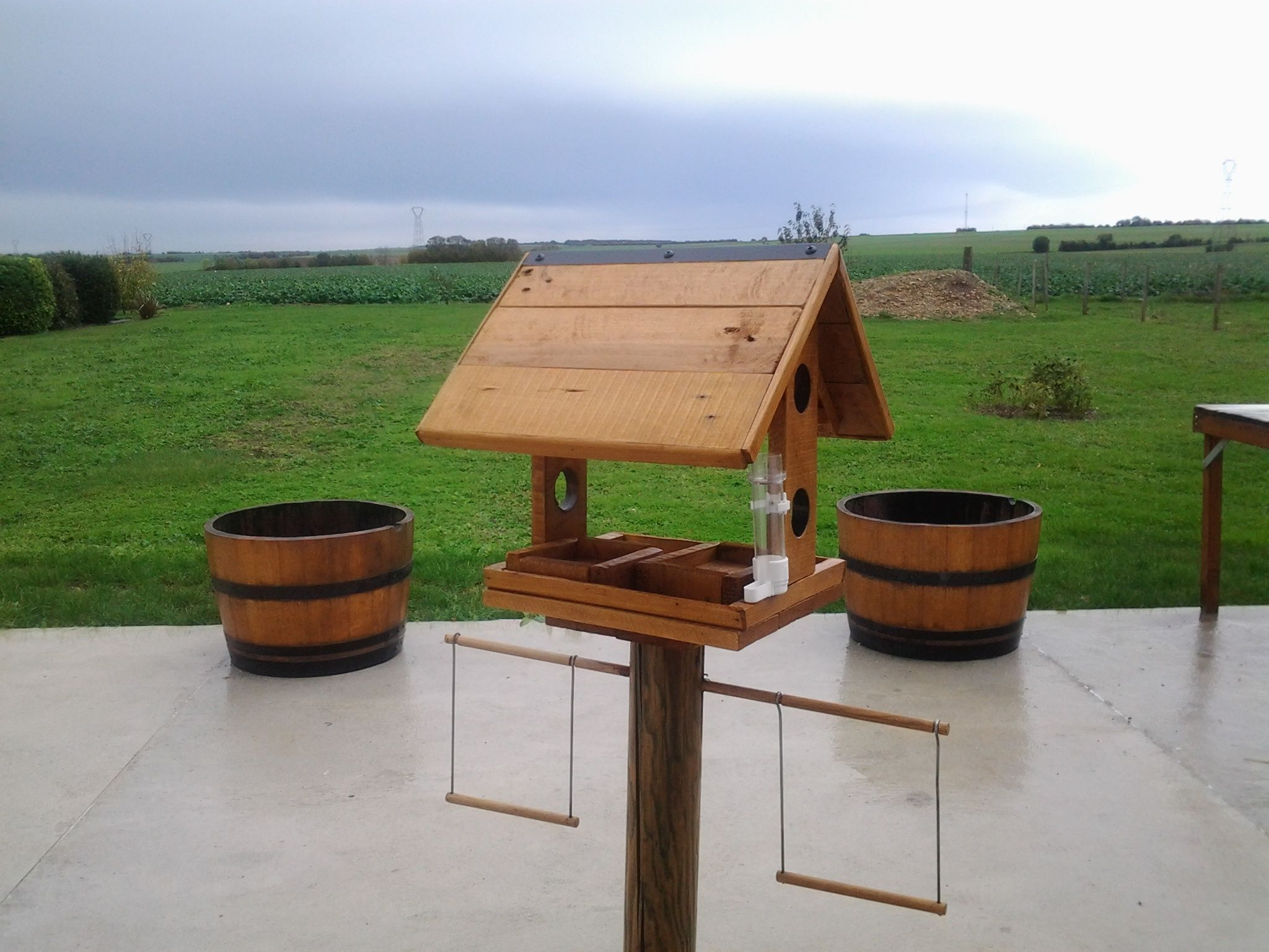 mangeoire pour oiseaux pallet bird feeder maison en. Black Bedroom Furniture Sets. Home Design Ideas