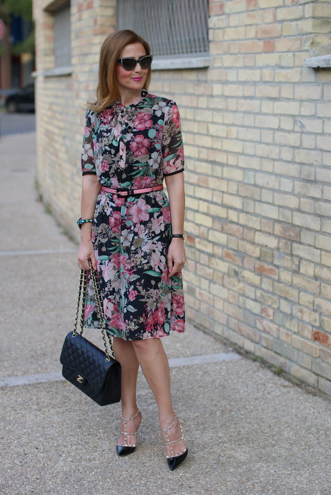 c9c9a0b83fba Chic floral dress with timeless accessories