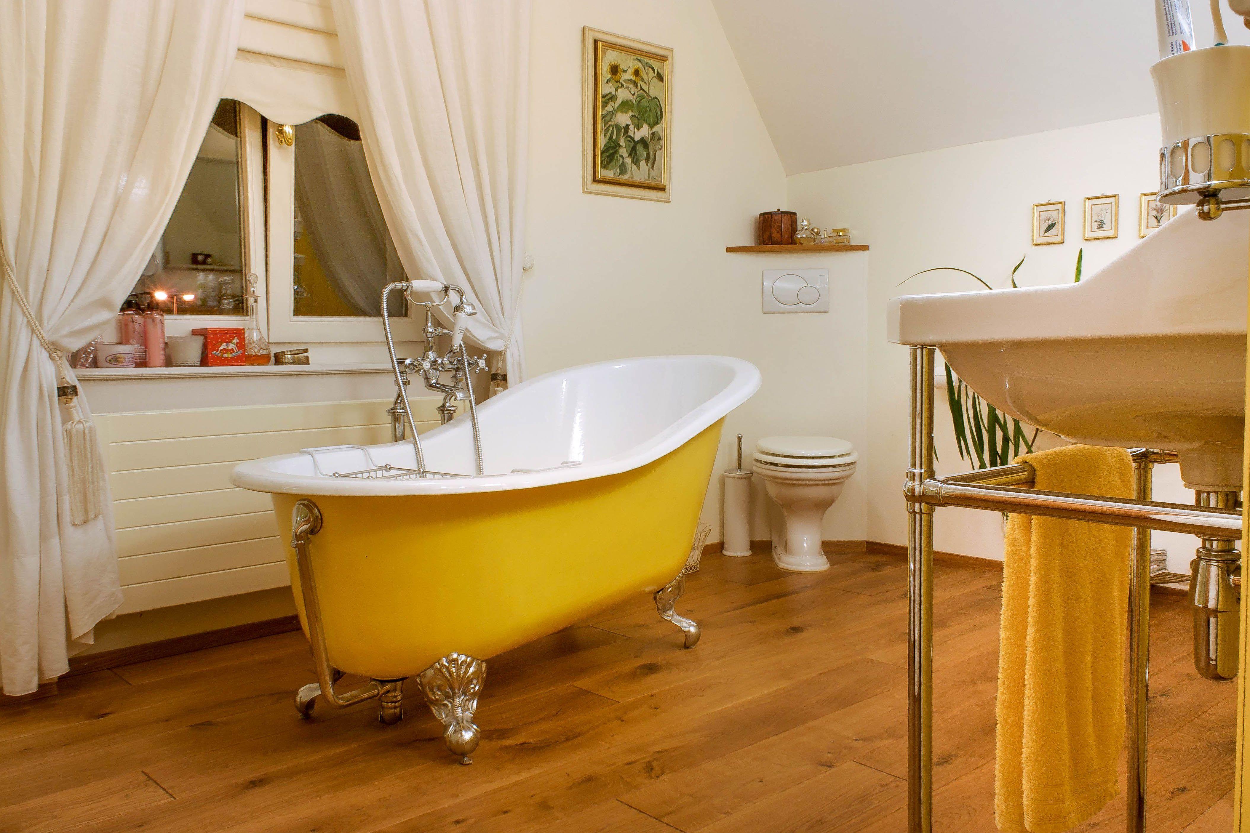 Das Highlight In Jedem Klassisch Gestalteten Badezimmer Ist Eine Freistehende Gusseiserne Badewanne Badew Traditionelle Bader Gusseisen Badewanne Badewanne