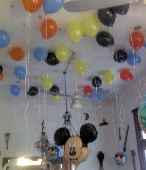 Decoración con globos de Mickey Mouse - Imagui